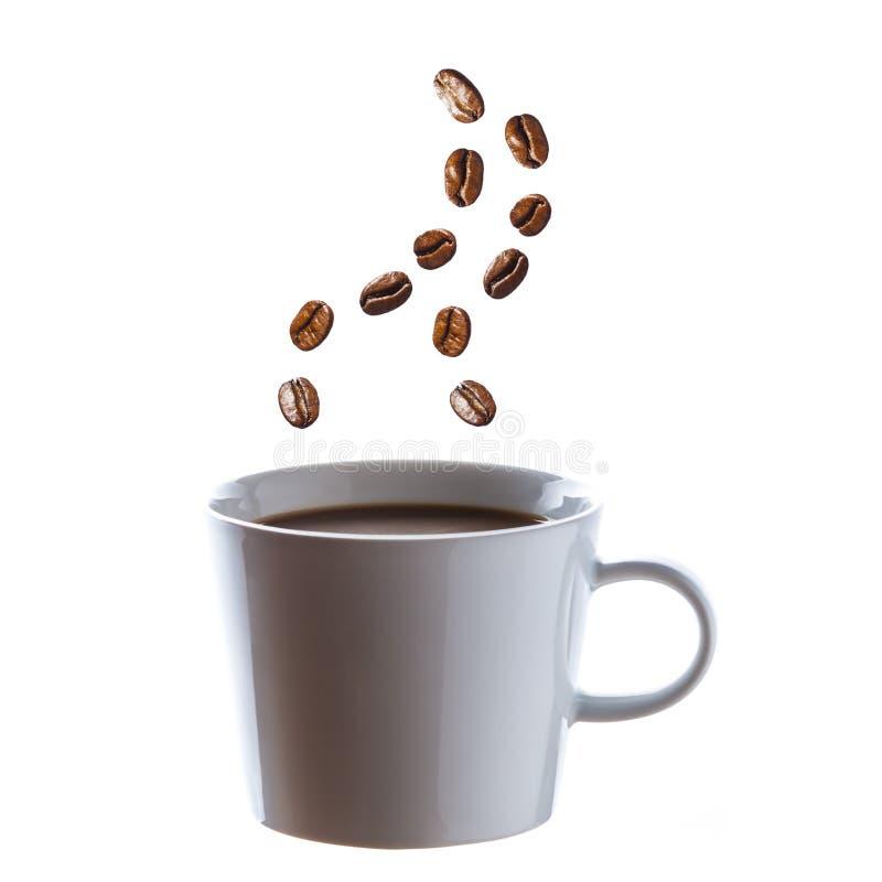 Café quente delicioso com os feijões para o vapor 2 imagens de stock royalty free
