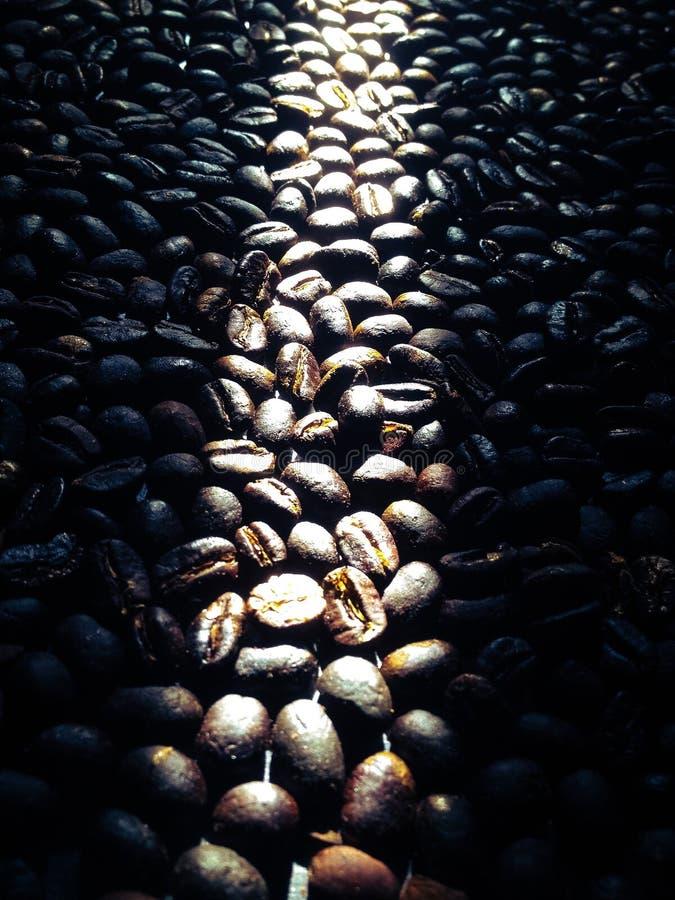 Café rôtissant le rôti foncé traditionnel photos stock