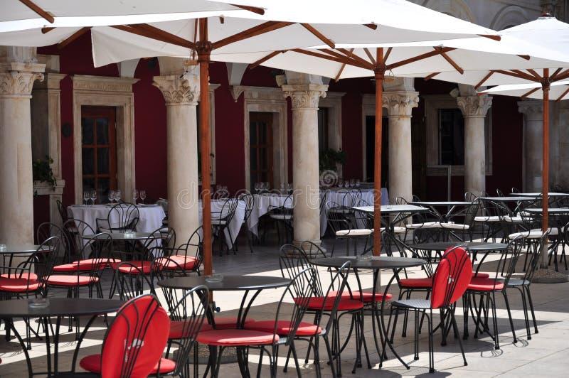 Café-restaurante ao ar livre fotografia de stock royalty free