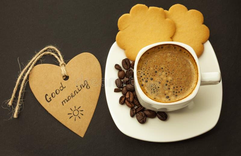 Café sólo y galleta en el desayuno de madera del fondo, primer imágenes de archivo libres de regalías