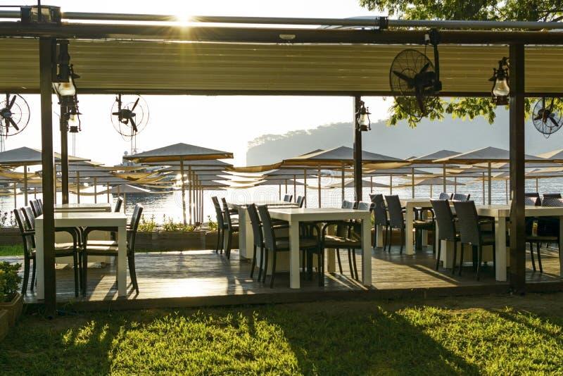 Café sur la plage et le club de plongée le repos de touristes est tout inclus Mer et plage photos libres de droits