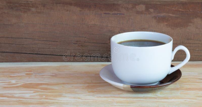 Café sur le bois de bouleau image stock