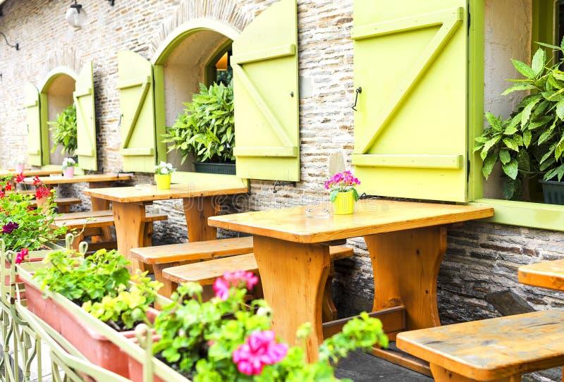 Café-Terrasse lizenzfreie stockfotografie