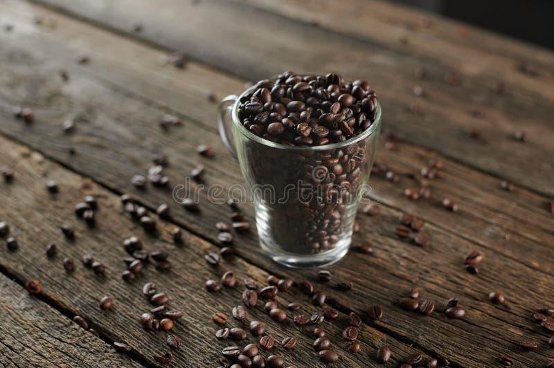 Café torrado em vidro imagem de stock royalty free
