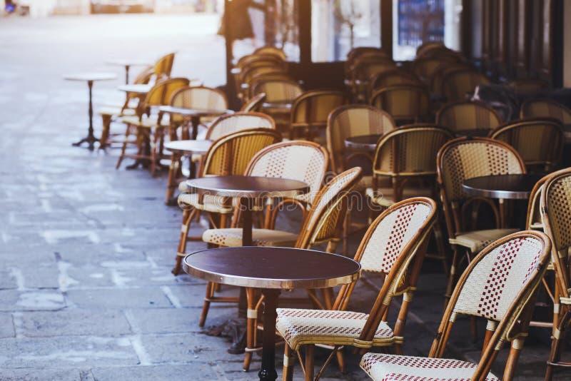 Café tradicional en París foto de archivo libre de regalías