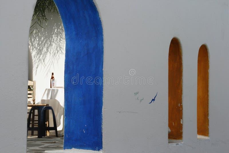Café tradicional Grecia de la arquitectura foto de archivo