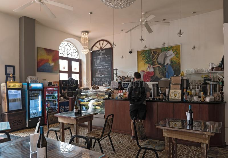 Café tradicional pequeno no viejo velho a Cidade do Panamá do casco da cidade imagens de stock royalty free