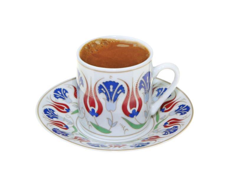 Café turc avec la tasse traditionnelle de motif de tabourets d'isolement sur le fond blanc photos stock