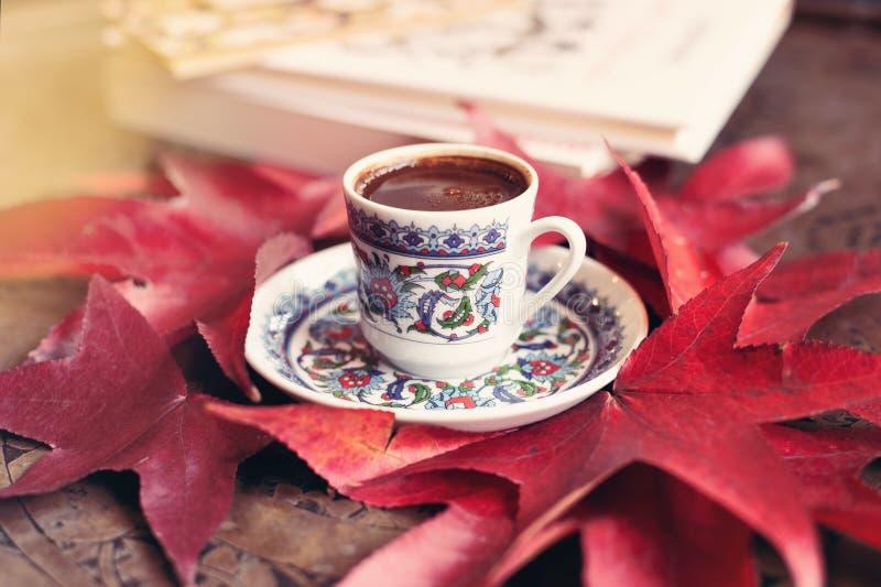 Café turc avec la vue supérieure de tasse traditionnelle photo libre de droits