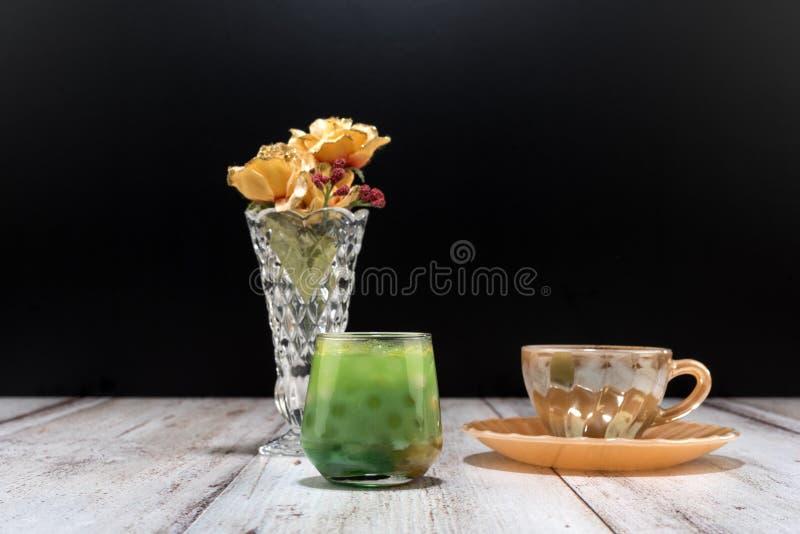 Café turc et jus de fruit photos libres de droits