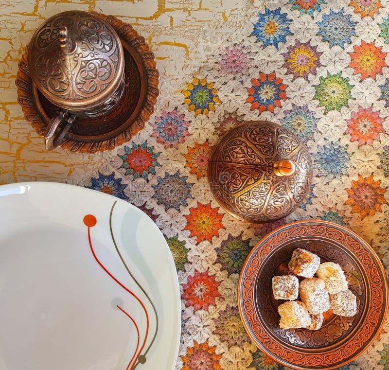 Café turc traditionnel et plaisir turc dans la Co traditionnelle photo stock