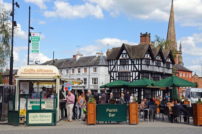 Café y alta casa, Hereford del pavimento imagenes de archivo