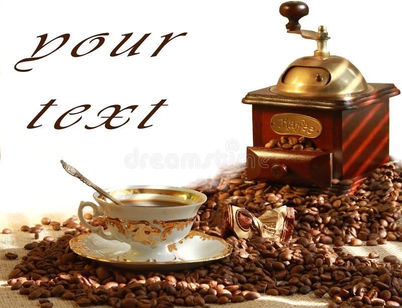 Café y amoladora de café fragantes frescos imágenes de archivo libres de regalías