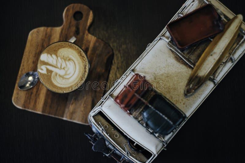 Café y coche fotografía de archivo libre de regalías