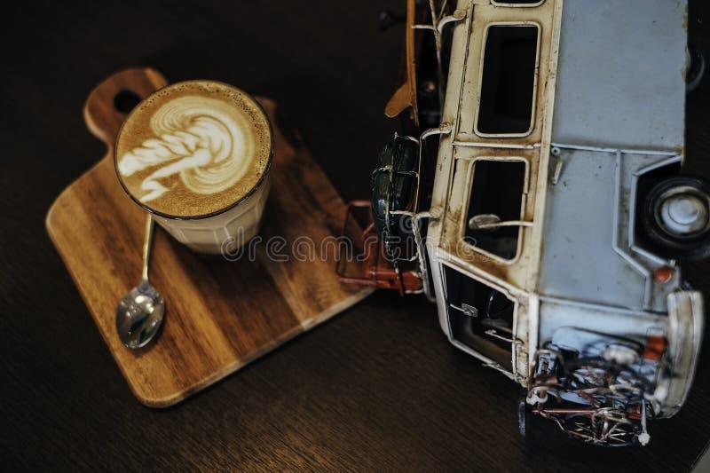 Café y coche foto de archivo libre de regalías