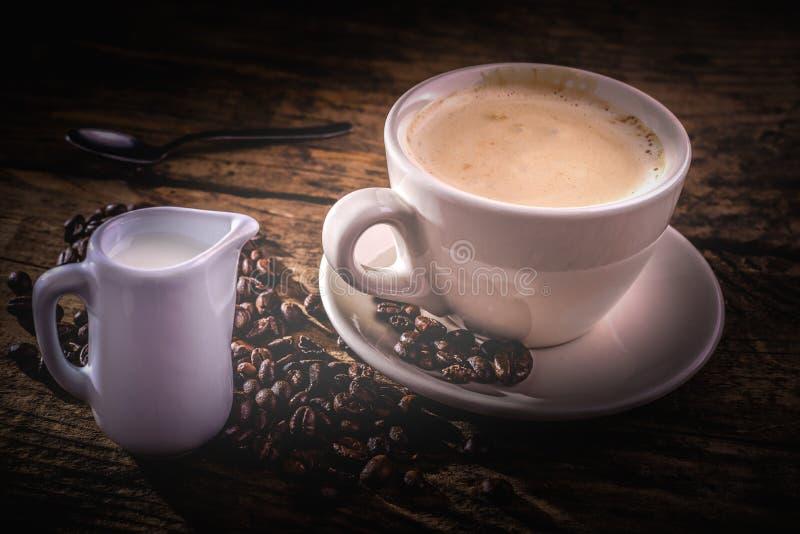 Download Café Y Leche Para El Desayuno Foto de archivo - Imagen de vendimia, asado: 41921844