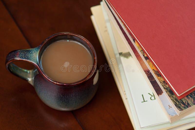 Café y libros imagen de archivo