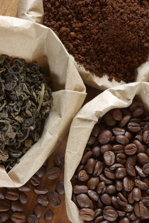 Café y té en bolsos imágenes de archivo libres de regalías