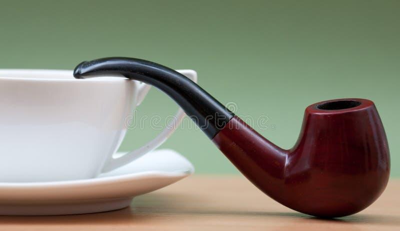 Café y tubo que fuma imagen de archivo libre de regalías