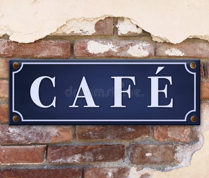 Café-Zeichen auf Backsteinmauer lizenzfreie stockfotografie
