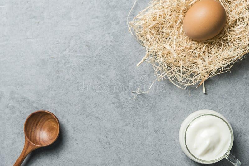 Caf? da manh? nutritivo do iogurte foto de stock