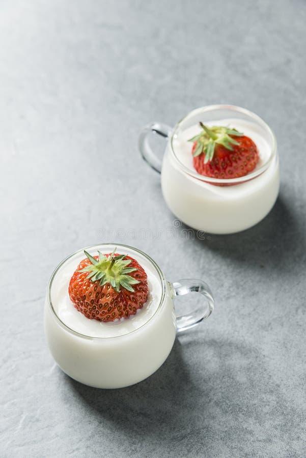 Caf? da manh? nutritivo do iogurte fotos de stock