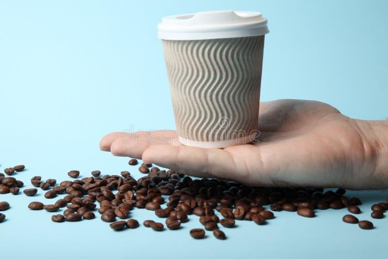 Caf?, latte, caf? express, bebida de la moca Habas y llevarse la bebida imagen de archivo
