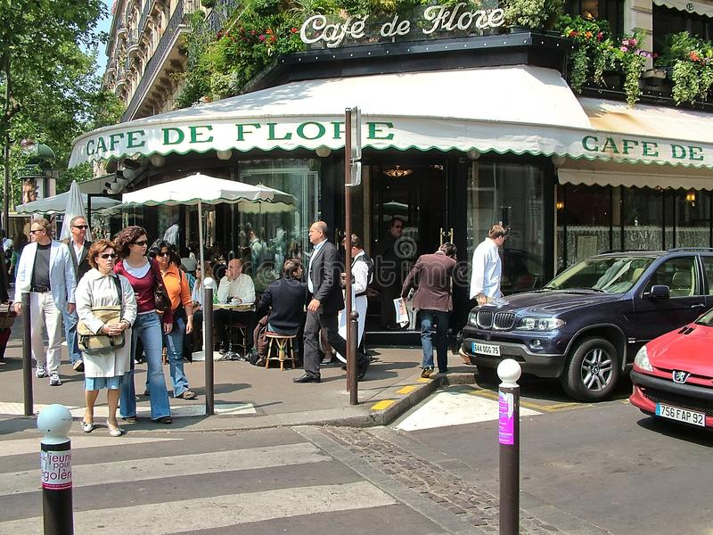 Cafe de Flore στο Παρίσι, Γαλλία στοκ εικόνες