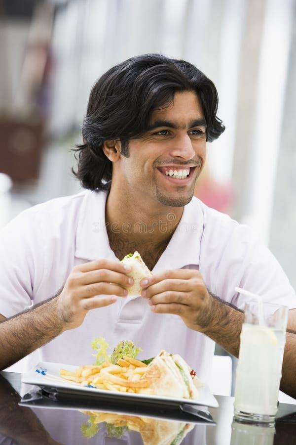 cafe eating man sandwiches στοκ εικόνες
