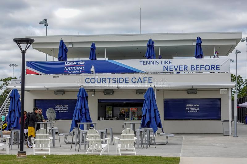 Cafe-snackbar på Courtside på Förenta staternas Tennis Association-campus i Orlando, FL arkivfoto