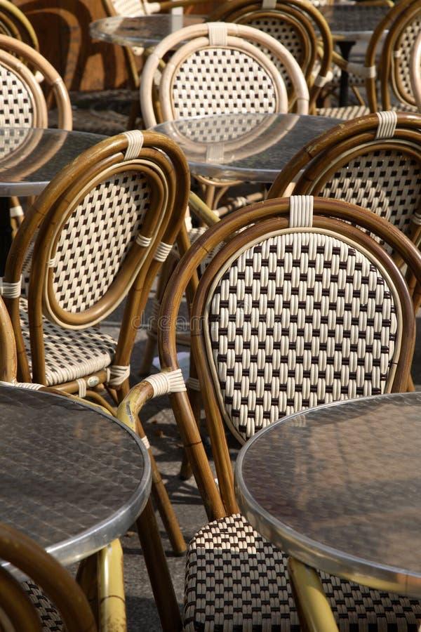 cafefrance paris tabeller arkivbilder