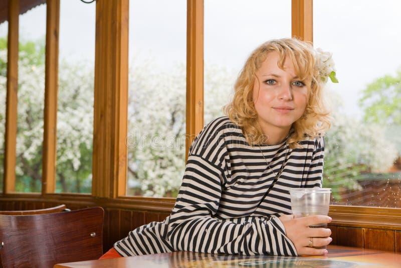 cafekvinna royaltyfria foton