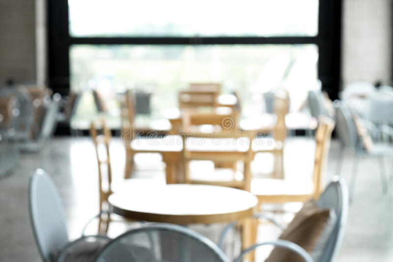 Cafetería o restaurante abstracta borrosa del café con la luz del bokeh imagen de archivo libre de regalías