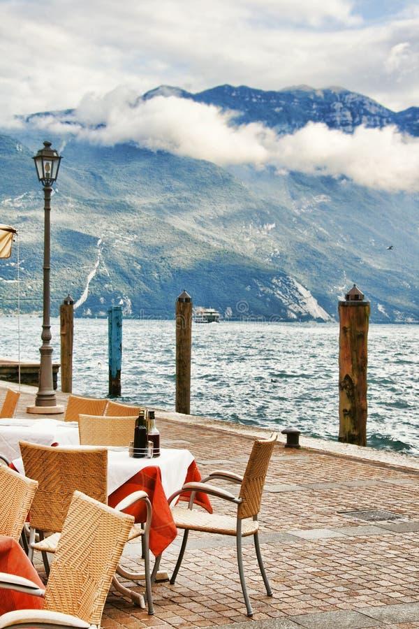Cafeteria auf dem Dock lizenzfreie stockfotos