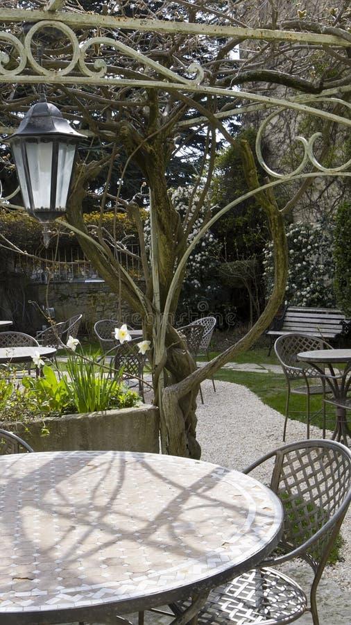 cafeträdgård arkivfoton
