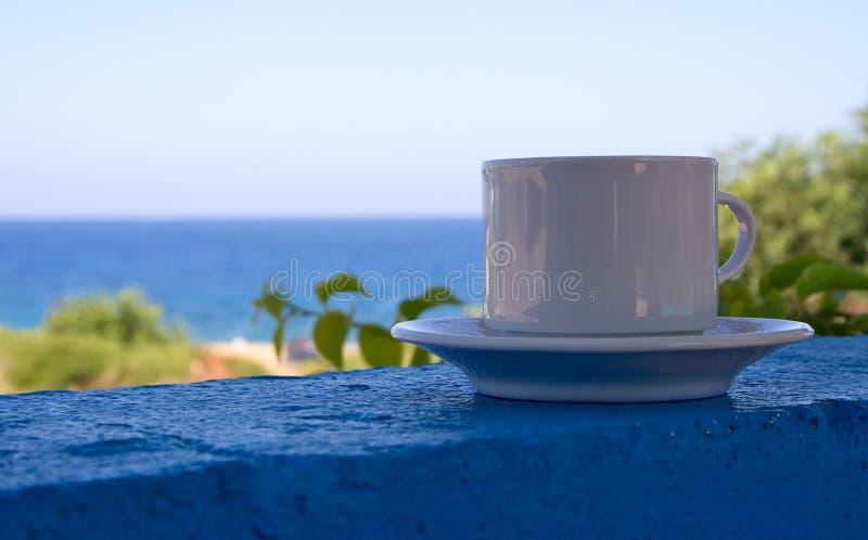 Caffè alla spiaggia immagine stock