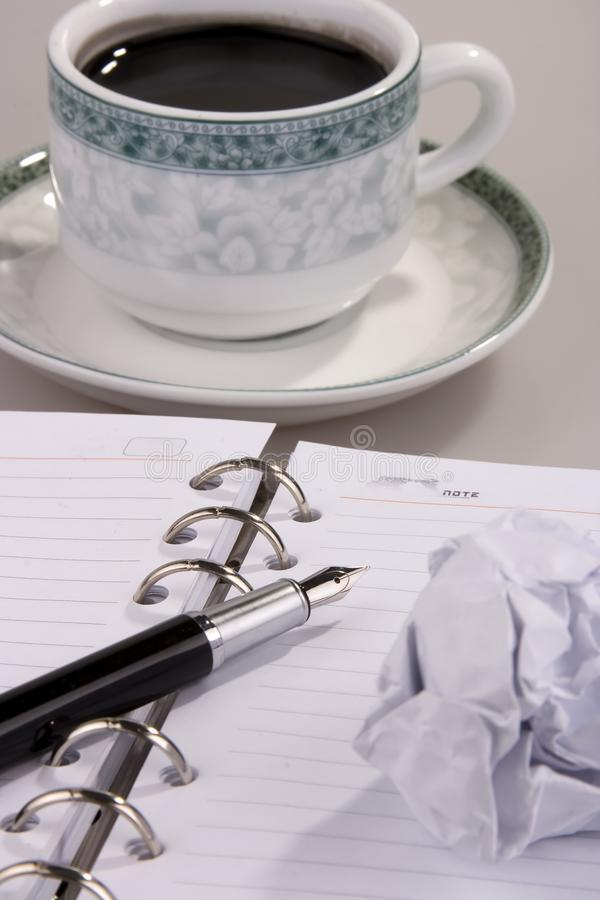 Caffè Con Carta Sgualcita Immagine Stock