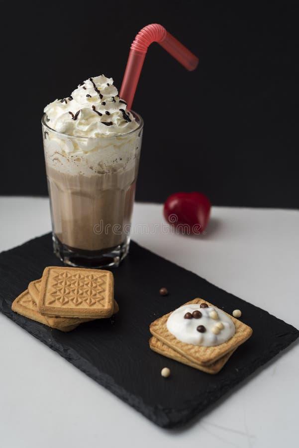 Caffè con i biscotti fotografie stock libere da diritti