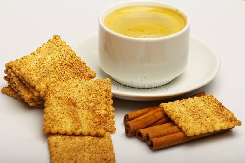 Caffè con i biscotti del cioccolato fotografie stock