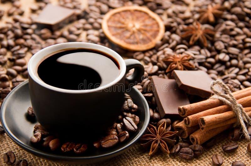 Caffè con Yin, Yang fotografie stock libere da diritti