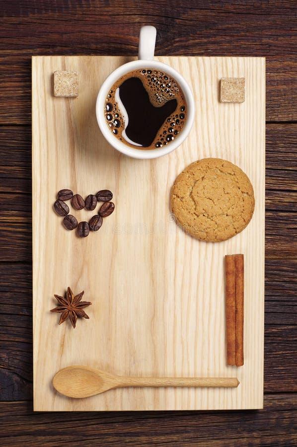 Caffè, cuori e biscotto di farina d'avena fotografie stock