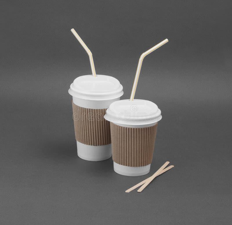 Caffè da portar via di Clotheded con il supporto di tazza fotografie stock