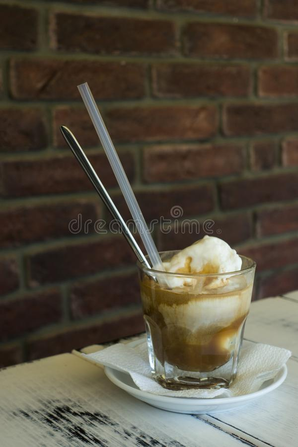 Caffè del frappe del caramello nel caffè immagini stock libere da diritti