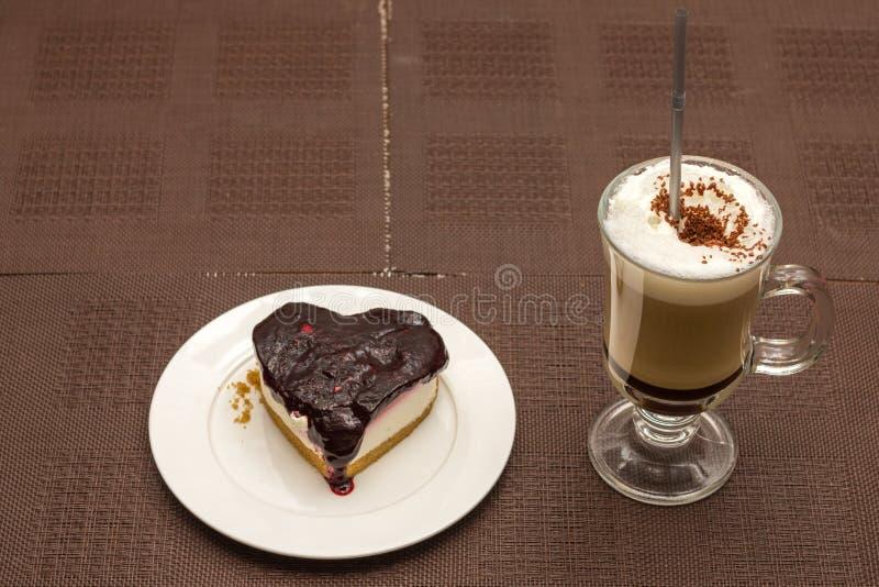 Caffè della moca e torta di formaggio della fetta immagini stock