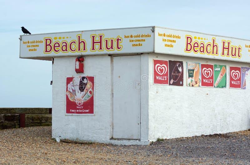 Caffè della spiaggia con la pubblicità del gelato immagini stock libere da diritti
