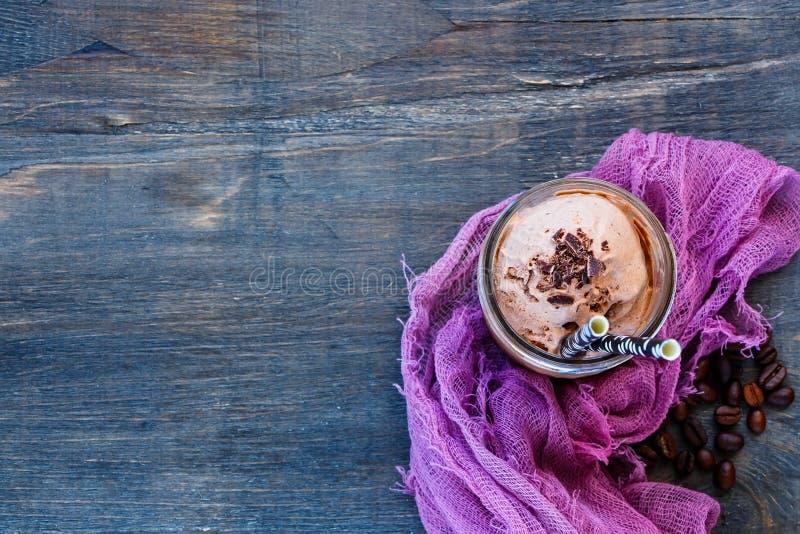Caffè di ghiaccio con panna montata fotografia stock