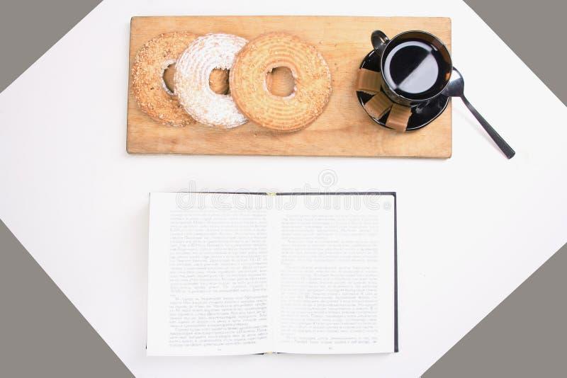 Download Caffè Di Mattina E Libro Del Diario Immagine Stock - Immagine di cuoco, bellezza: 56888019
