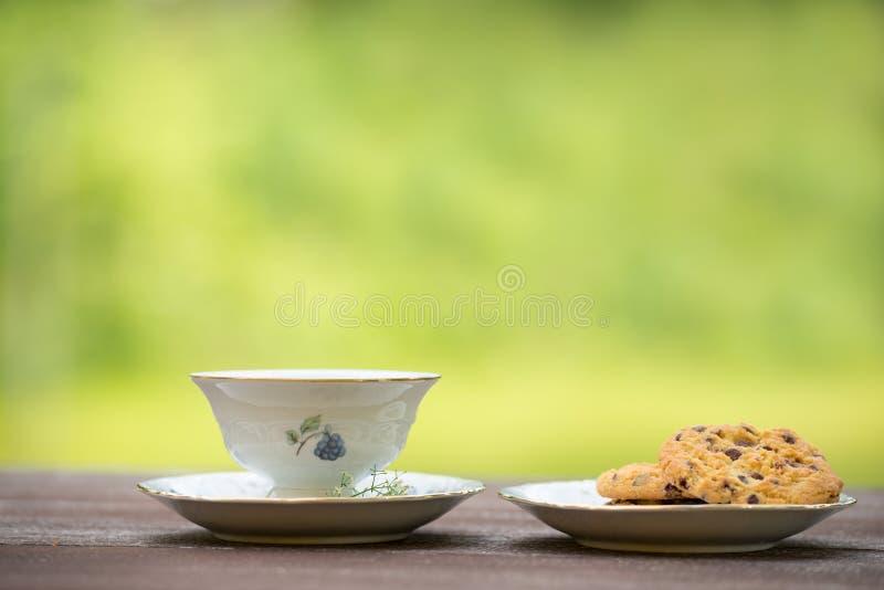 Caffè e biscotto fuori fotografia stock