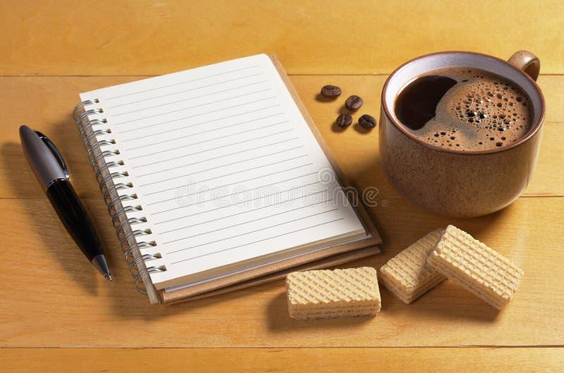 Caffè e taccuino immagine stock