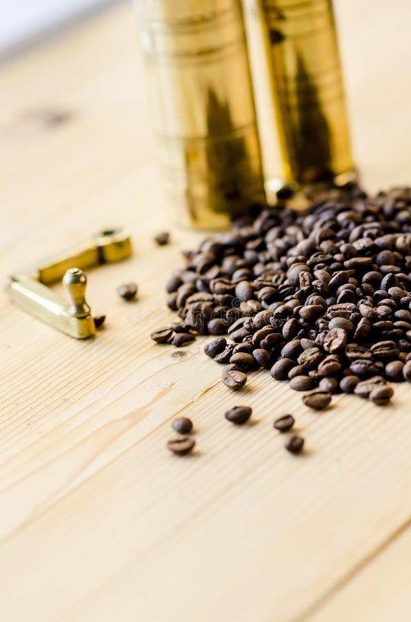 Caffè e vecchi laminatoi di caffè fotografie stock